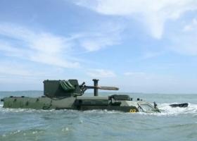 Украинские БТР успешно проплыли по морю (ФОТО)