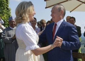 После танцев с чужой невестой Путин начал проверять свои боеголовки
