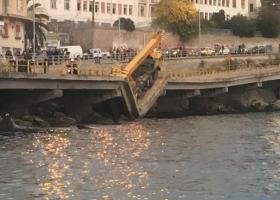 В Греции обрушился автомобильный мост из-за слишком тяжелого автокрана