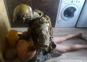 На Днепропетровщине прошло более 40 обысков в рамках операции против наркопреступности: задержаны десять человек