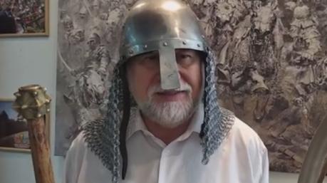 «Гетман» Юрий Кармазин переоделся в князя Святослава и призвал Зеленского бороться с хазарами