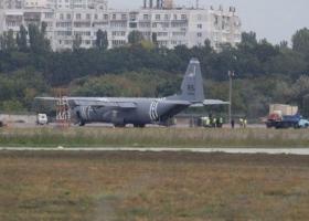 Отказал двигатель: в Одессе совершил аварийную посадку самолет ВВС США