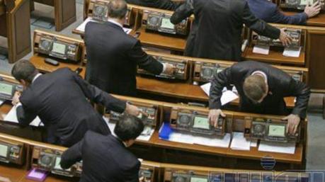 Маразмы дня: тариф на кнопкодавство, голодные игры «Слуги народа» и государственная мудрость Кравцова