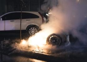 Элитный Porsche Panamera сгорел в центре Киева