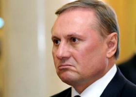 «Честный и порядочный человек»: беглый экс-премьер Азаров напел дифирамбов отпущенному на свободу Ефремову