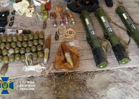 Крупный схрон с боеприпасами и взрывчаткой обнаружили на Закарпатье