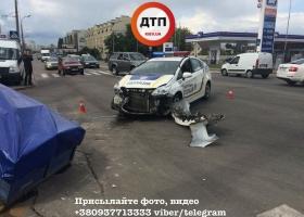 Полицейские в Киеве продолжают уничтожать свои автомобили