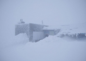 Зима не заканчивается: Карпаты накрыл снегопад, температура упала до -3°