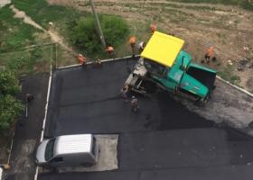 В Украине один владелец автомобиля заставил коммунальщиков асфальтировать по-новому