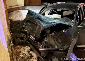 Под Ровно пьяный водитель въехал в забор пансионата: погибли два человека