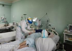 Использовали новый метод лечения: в Украине спасли жизни семейной паре с коронавирусом