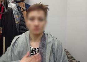 В Киеве женщина нюхала белый порошок на глазах у полицейских