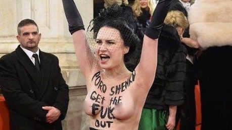 Совсем не страшно: на Венском балу Президента пытались напугать не тем местом