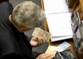 Внутриклассовая борьба: небогатые парламентарии хотят лишить зарплаты своих богатых коллег