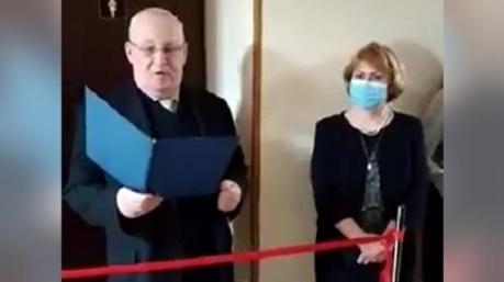 Читали стихи и перерезали красную ленту: в столичном университете торжественно открыли туалет