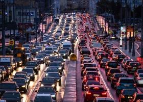 Сегодня Киев замер в серьезных пробках - начался ремонт важного моста: где не проехать