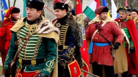 Єврокомісія притягне до суду націоналістичні уряди Угорщини та Польщі за порушення прав людини