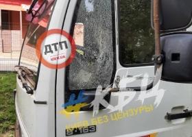 В Киеве в новом ЖК обстреляли авто: фото