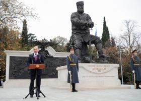А царь-то ненастоящий: Путин открыл в Крыму фейковый памятник Александру III