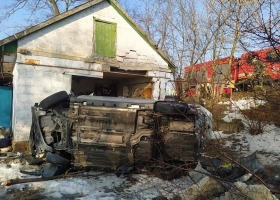 На Днепропетровщине автомобиль въехал в дом: пострадали пять человек, среди них двое детей