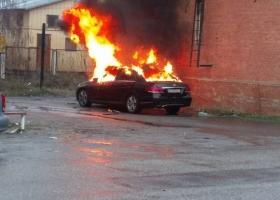 Прокурору, обвиняющего полицейского-взяточника, сожгли авто под зданием суда (ВИДЕО)