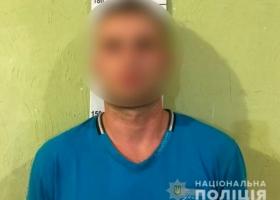 В Сумах преступник дважды изнасиловал 18-летнюю девушку и возил ее в авто