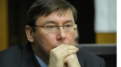 Шьем и порем: мастерская политического усмирения имени Юрия Луценко