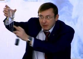 Передовик производства: Генпрокурор Луценко получил надбавку к зарплате «за высокие достижения в труде»