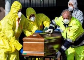 В мире от COVID-19 каждый час умирают 226 человек – Reuters