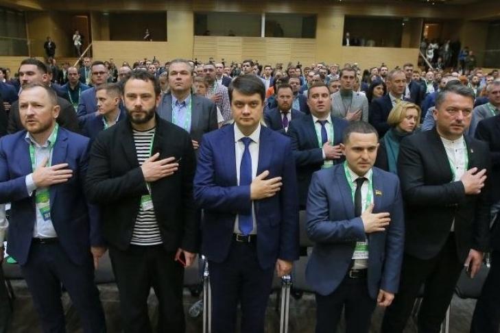 «Всего под тысячу»: в «Слуге народа» проболтались, сколько на самом деле членов у правящей партии