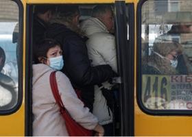 Можно ли заразиться коронавирусом в транспорте с надетой маской: вирусолог объяснила