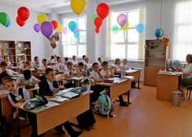 В луцких школах просят запретить поздравлять мальчиков с 14 октября, а девочек - с 8 Марта