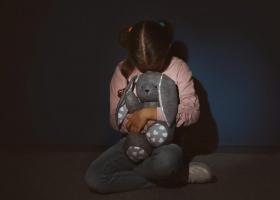 В Киеве мужчина пытался изнасиловать школьницу в лифте: приметы злоумышленника