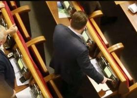 Властелин пультов: почетный кнопкодав Рады принялся за старое (ВИДЕО)