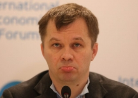 Конец эпохи бедности: Милованова, жаловавшегося на нищенскую министерскую зарплату, утешили премией в 236 000 гривен