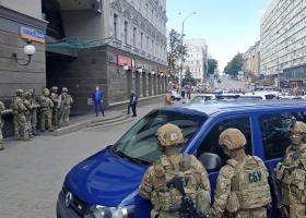 Захват банка в центре Киева: появилось полное видео задержания злоумышленника