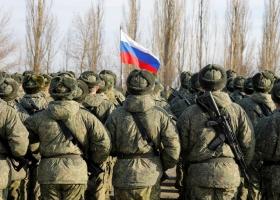 Почти половина украинцев считают реальной угрозой нападение России - опрос