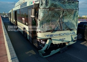 Троллейбус и маршрутка попали в масштабное ДТП в Днепре: шесть пострадавших