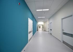 Скандал в одесской больнице: родственники пациентов прорывались внутрь, учреждение взяли под охрану