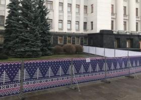«Йолка-2»: перед Офисом Президента решили построить новогодний каток