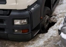 Просевшие дороги и сыплющийся асфальт: Кличко назвал Киев чемпионом по ремонту инфраструктуры