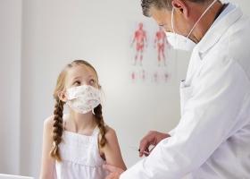 Первые дети в Украине получили прививки от коронавируса