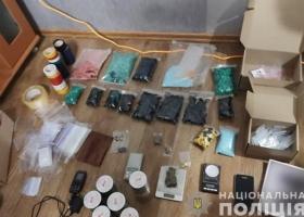 Изъяли наркотиков на 7 миллионов: в Запорожской области две подруги продавали каннабис через Telegram