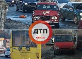 Люди чудом спаслись: в Киеве авто на скорости вылетело на остановку