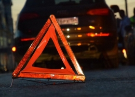 В Киеве пешеход погиб под колесами двух автомобилей