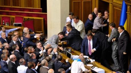 Маразмы дня: «Тризуб» вместо «Героя», застенчивые депутаты и шестое чувство Генпрокурора