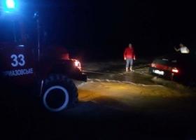 20 автівок любителів паркуватися на пляжі рятувальники визволяли з піску