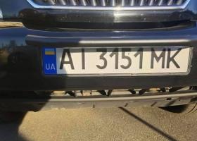 Может дорого стоить: в Украине водитель оригинально скрыл номера авто от камер