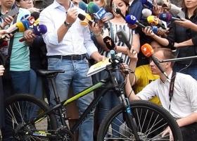 Пока не разлучит их мандат: Ляшко заявил, что отныне навеки связан со своим велосипедом