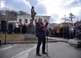 Русскоязычные киевляне поставили без разрешения памятник в историческом центре города